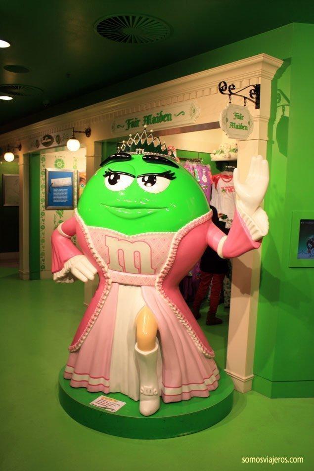 Muñeca en tienda M&M's en Londres