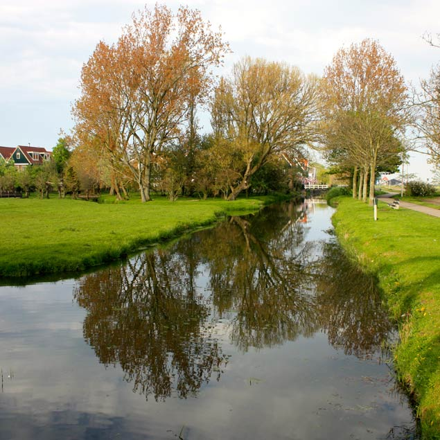 Canales entre prados en Marken