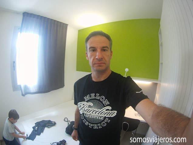 somosviajeros o juan antonio con camiseta Melon
