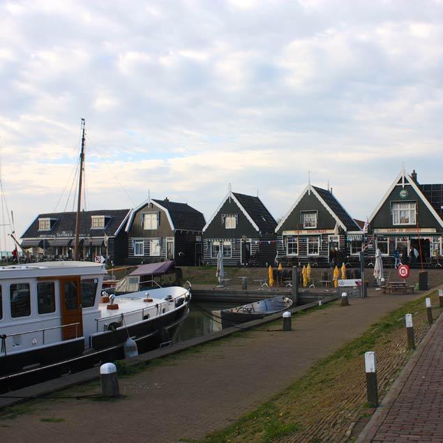 Puerto de Marken en Holanda. Casas de pescadores