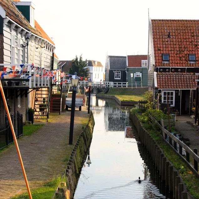 Caneles de agua en las calles de Marken