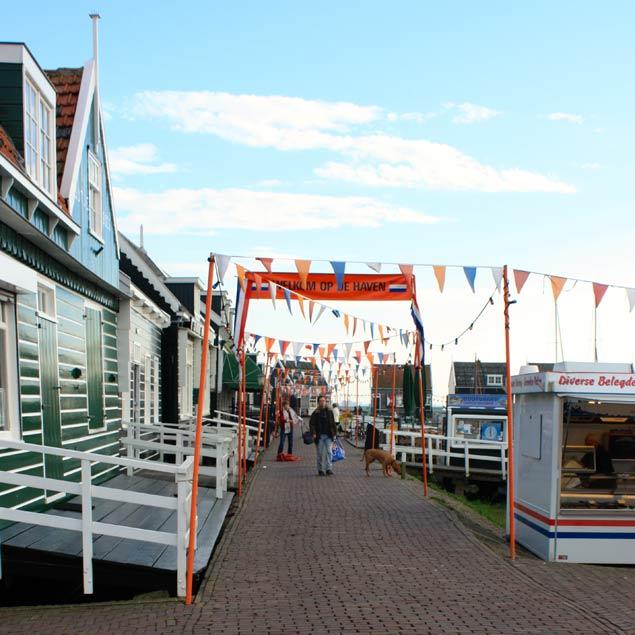 vista del puerto de Marken