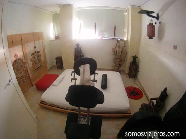 Centro terapéutico y una de las habitaciones de masajes en Marina d'Or