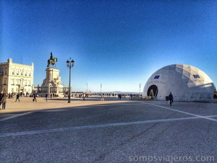 Plaza de Comercio y carpa de la agencia espacial europea