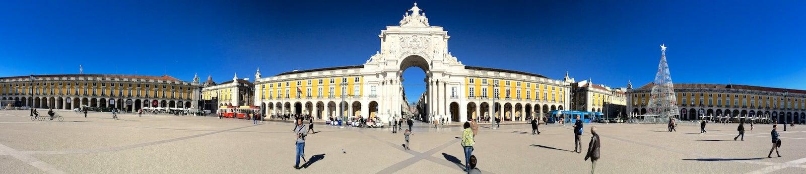 Panorámica desde la plaza do Comercio en Lisboa. Click para ampliar