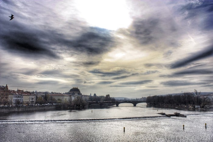 Rio Moldava desde el puente de Praga