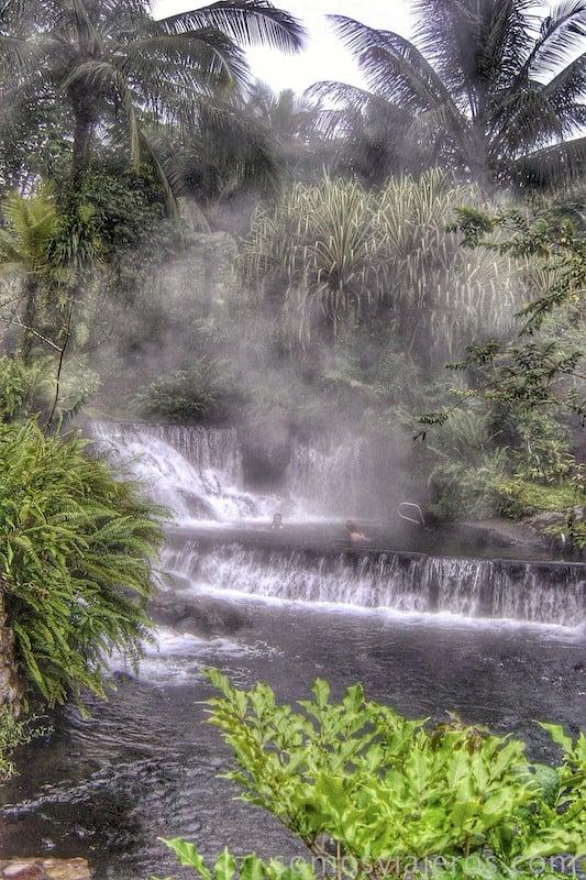 Aguas termales Tabacón. spa en medio de la selva