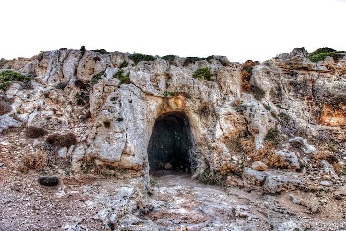 Cueva en faro de Cavalleria