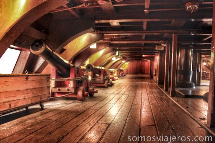 Cañones en el museo marítimo de Amsterdam
