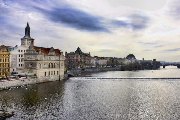 Barrio viejo de Praga desde el puente de Carlos