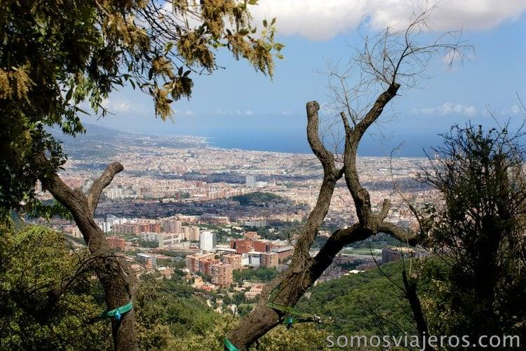 Vista de Barcelona desde las alturas. Tibidabo
