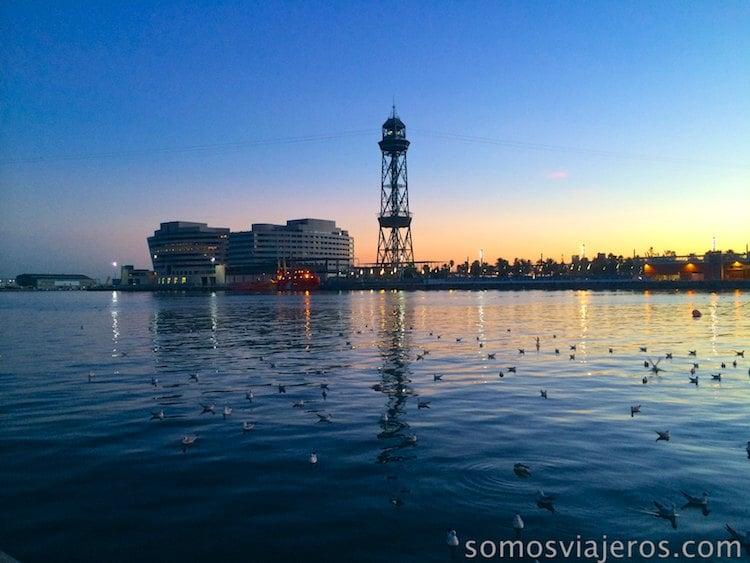 Vista desde el puerto de Barcelona al atardecer