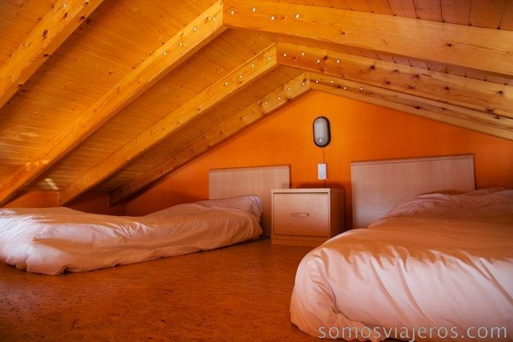 camas en parte superior bungalow