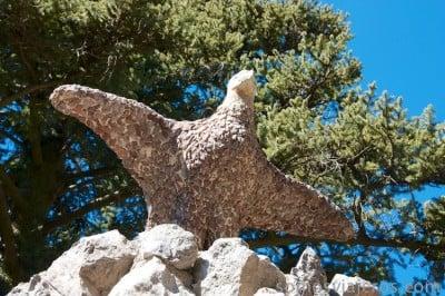 jardines de can artigas. El águila de Antoni Gaudí