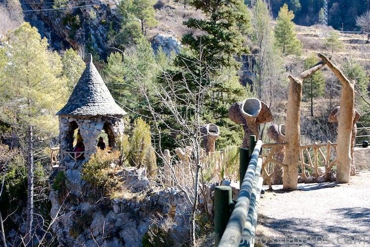 Entrada original a jardines de can artigas de antoni gaudí