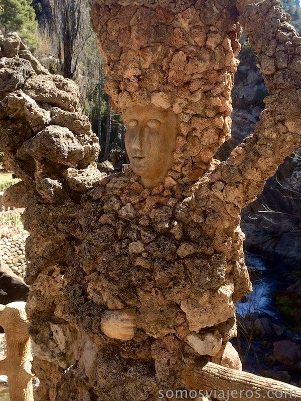 representación de la mujer en jardines de can artigas de antoni gaudi