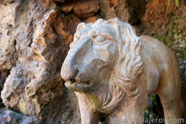 jardines de can artigas. pérgola del Lleó de Antoni Gaudí