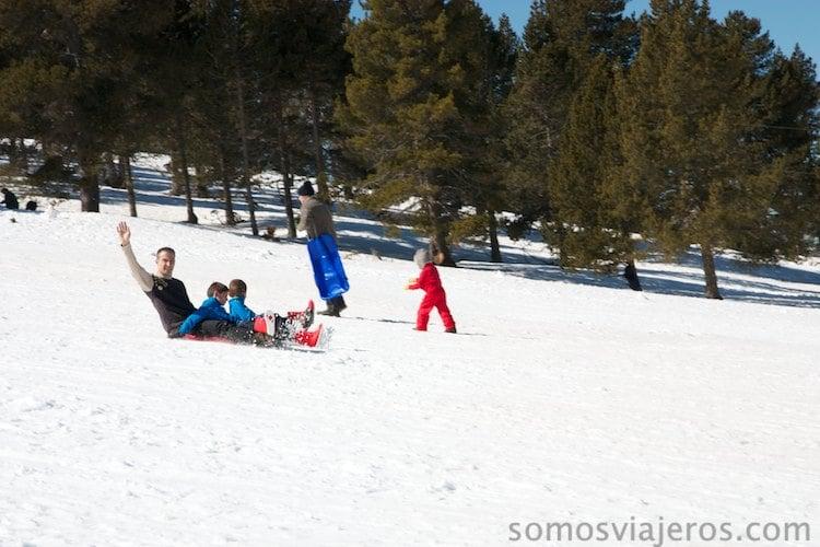 jugando en la nieve en rasos de peguera