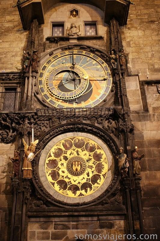 Reloj astronómico de Praga de noche