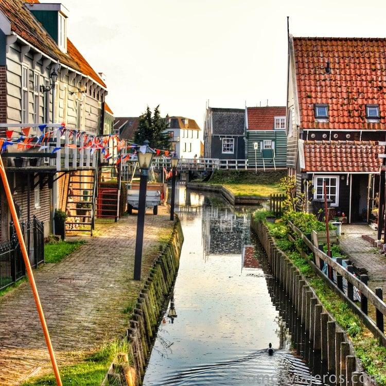Pueblos con canales en Holanda