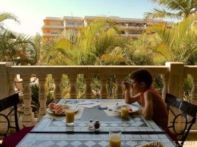 foto terraza desayuno