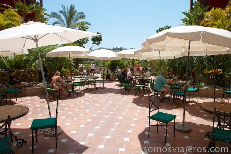 entrada zona terraza y piscinas
