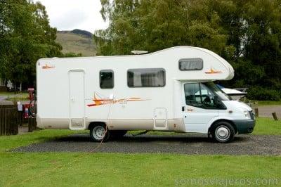 caravana en recorrido por Escocia