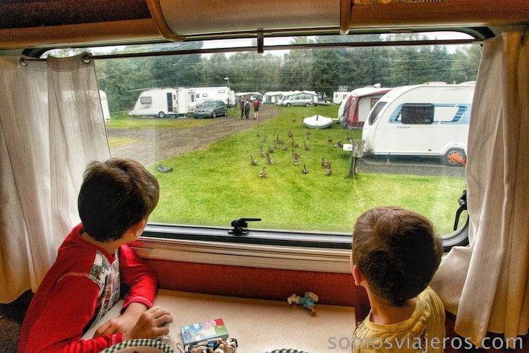 despertarse en un camping en lago lomond