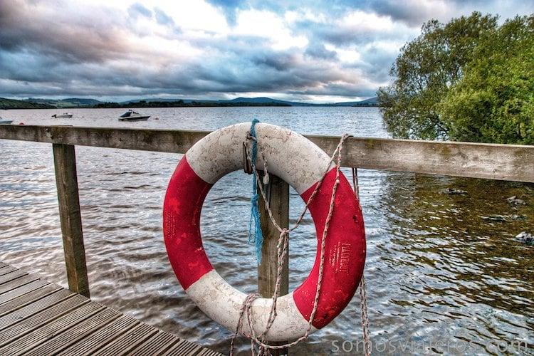 flotador en lago lomond escocia