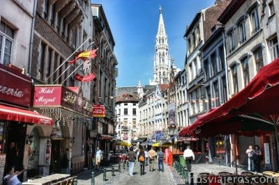 grand place bruselas desde calles cercanas
