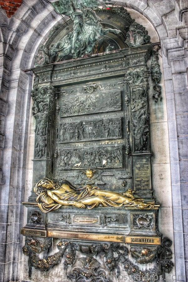 grand place bruselas estatua cristo Everard Serclaes