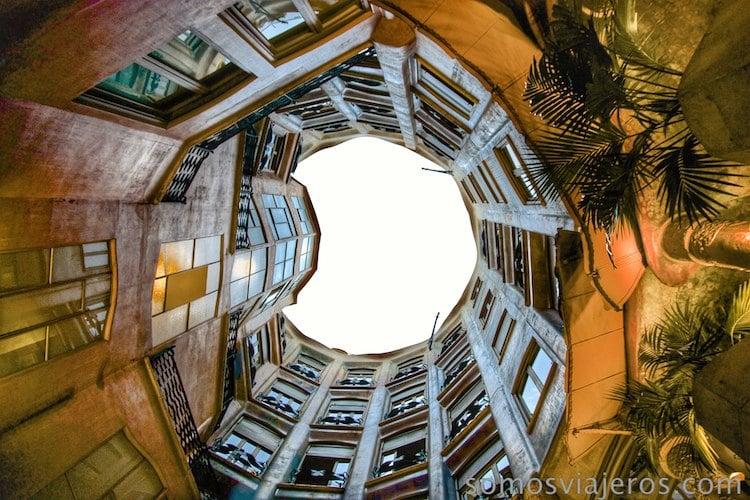 Mirando hacia arriba en el vestíbulo principal