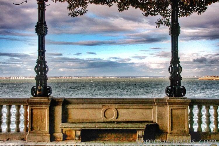 Mirando al mar de Cádiz