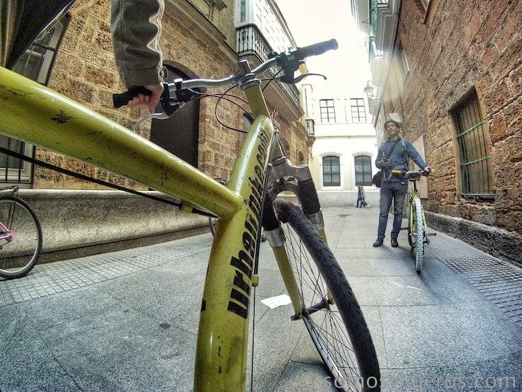 preparados para el paseo en bicicleta en Cádiz