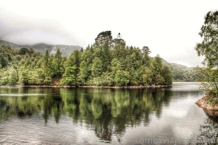 Reflejos en el lago Katrine