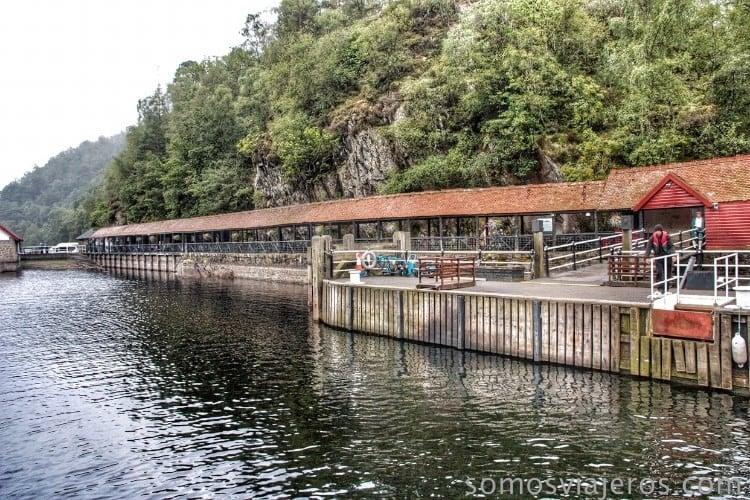 embarcadero de madera lago katrine