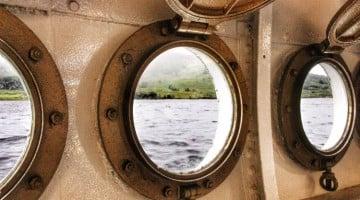 Navegando por el lago Katrine en Escocia