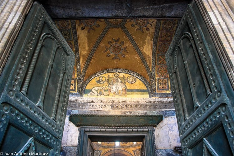Puerta de entrada a Santa Sofia