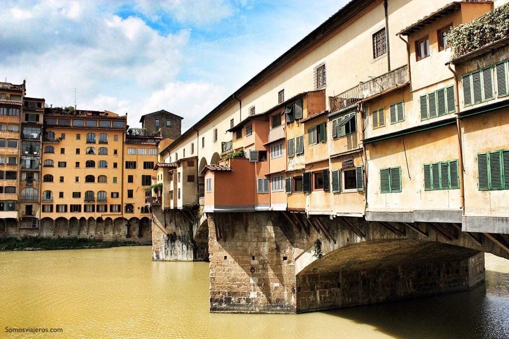 Ponte Vecchio de Florencia. Vista lateral