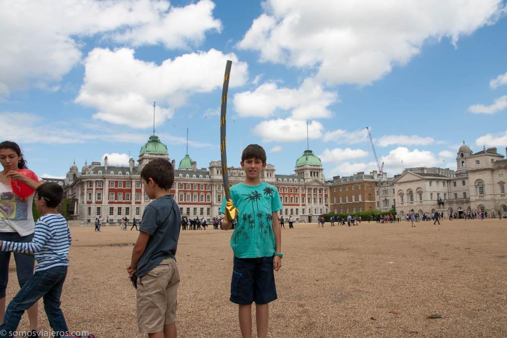 Londres con niños. Lanza en mano