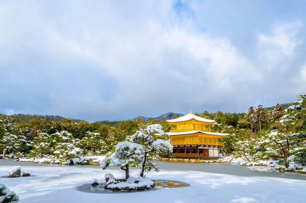 Templo dorado en invierno