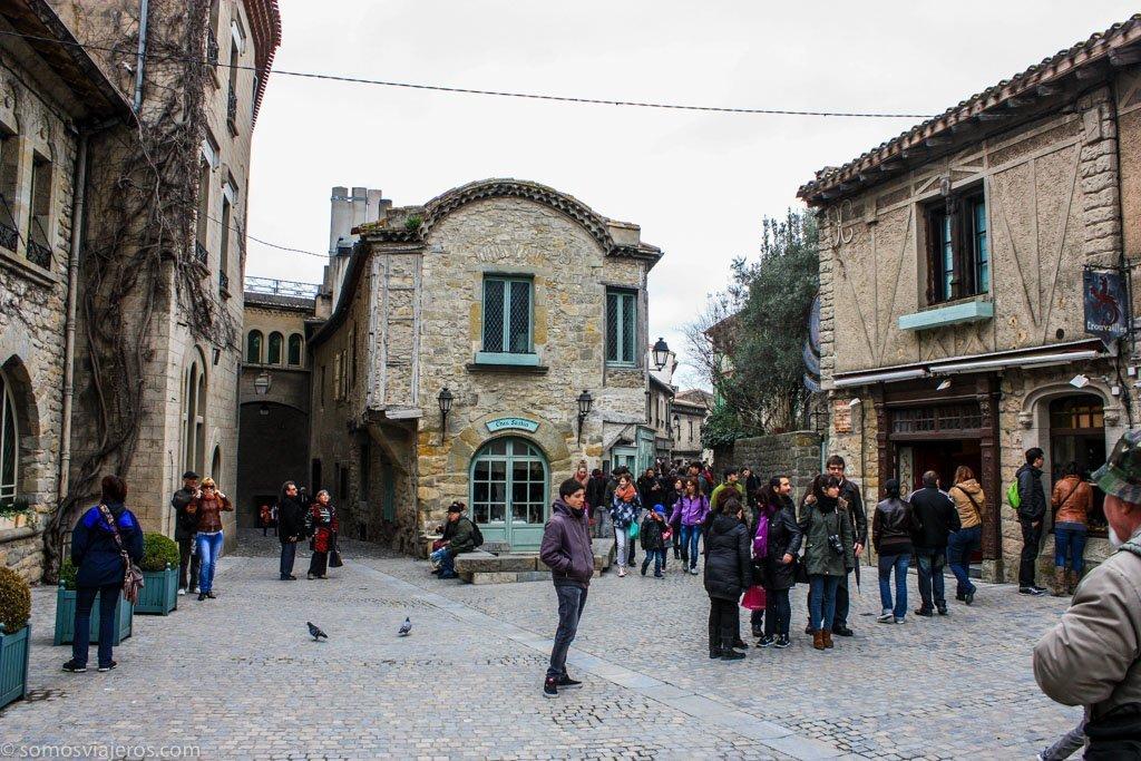 Plaza en el interior de la muralla de Carcassonne