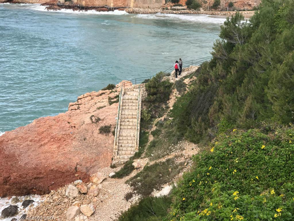 caminos sobre acantilados en Salou
