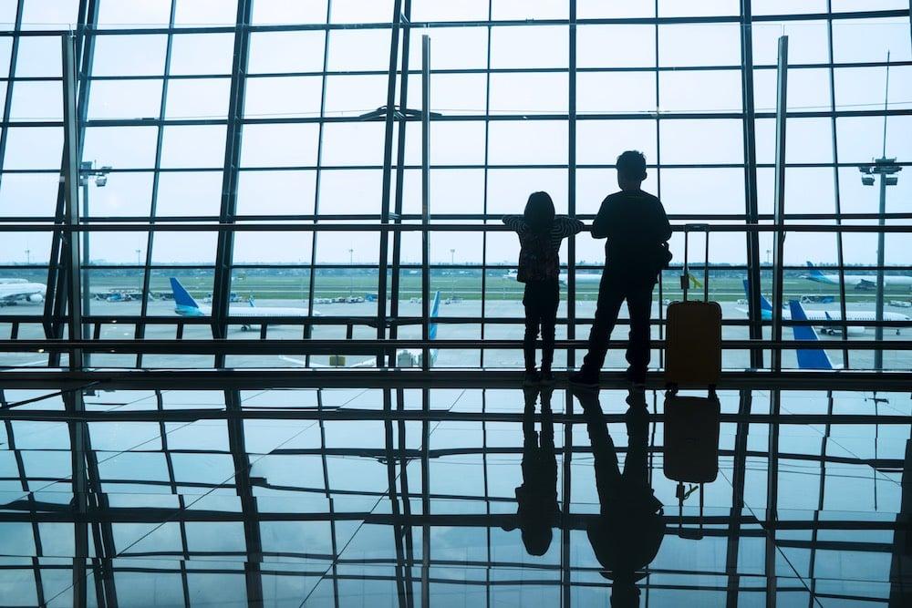 niños en el aeropuerto. Estudio de la mejor aerolínea