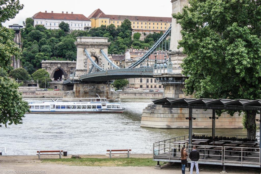 barco en el Danubio