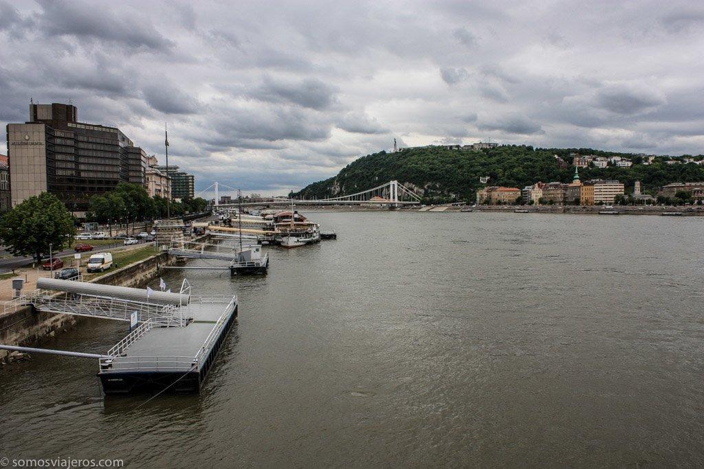 embarcaderos en el Danubio