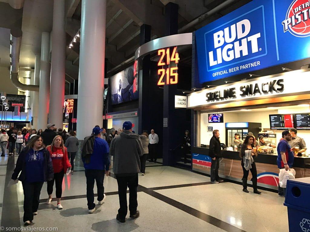 partido de la NBA de los Detroit Pistons. centro comercial