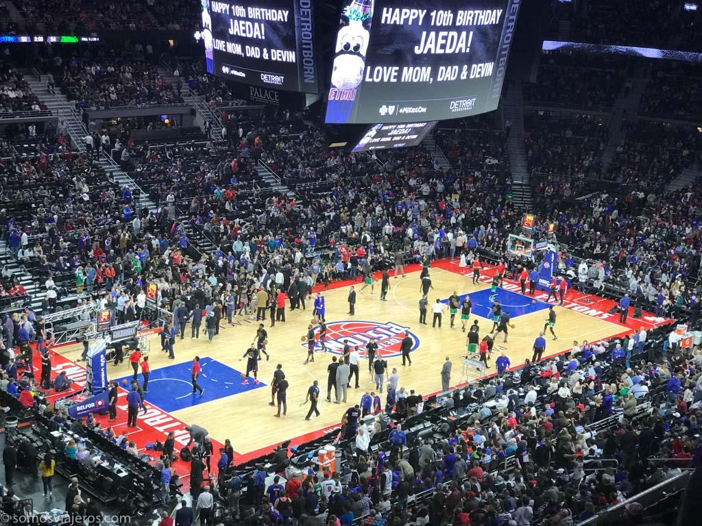 partido de la NBA de los Detroit Pistons. calentamiento
