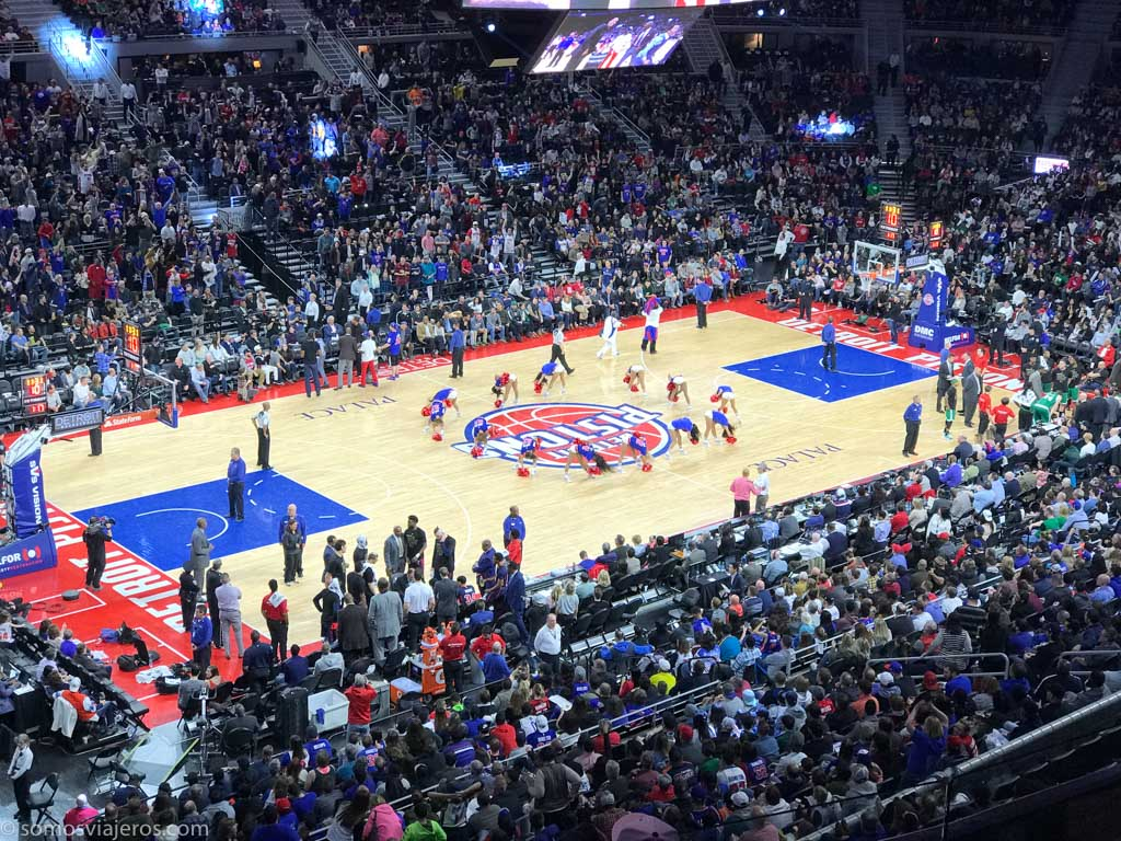 partido de la NBA de los Detroit Pistons. cheerleaders