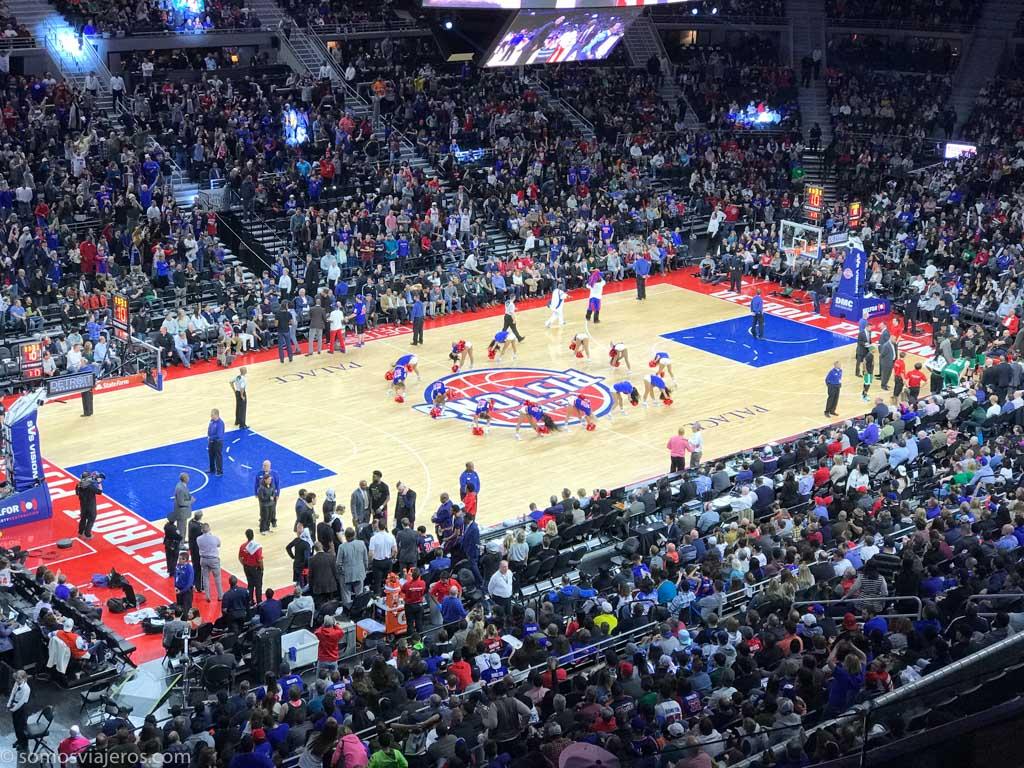 partido de la NBA de los Detroit Pistons. cheerleaders